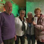 Vlnr: Jos Peij, Lilian van Gorp en 3e prijswinnaars Jeannette van Riel en Rikie Veenstra